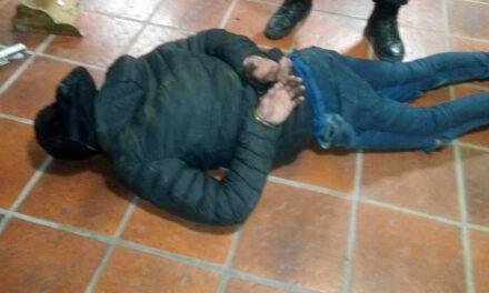 POLICIA LOCAL DETIENE MALVIVIENTE DENTRO DE UNA VIVIENDA