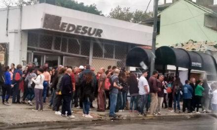 VECINOS MANIFESTARON FRENTE A 'EDESUR' EN BERAZATEGUI