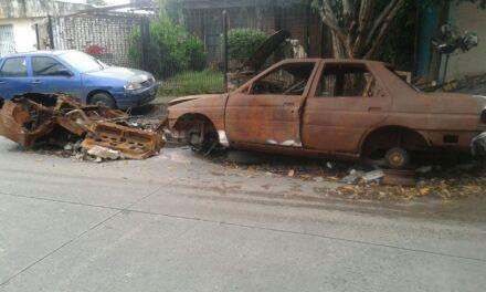 EL MUNICIPIO LIMPIÓ 'CEMENTERIO DE AUTOS' EN 24 Y 110