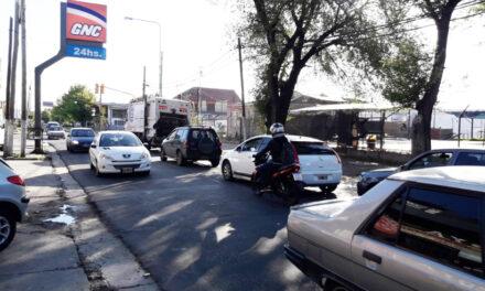 ¿ Porque no colocan semáforo de giro a la izquierda en Mitre y 21 ?