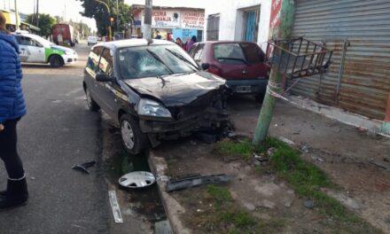 VIOLENTO CHOQUE EN AV. VARELA