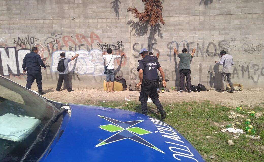 POLICIA DETIENE 'LIMPIAVIDRIOS' QUE PERJUDICABAN A LA GENTE