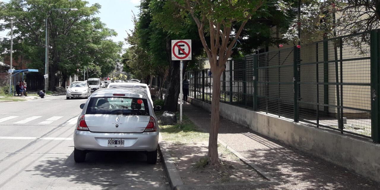 QUEJAS POR EL ESTACIONAMIENTO EN LA CALLE 135