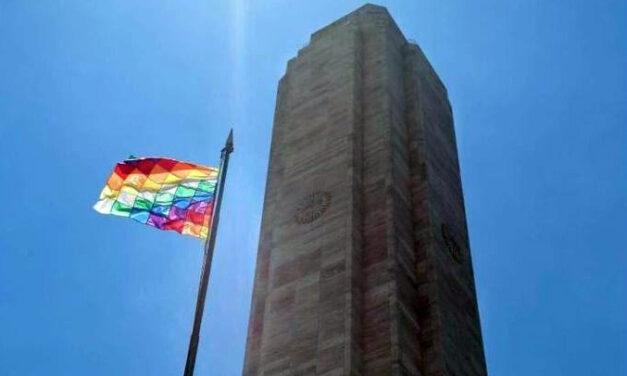 LAMENTABLE: BANDERA FORÁNEA FLAMEA EN EL MONUMENTO A LA BANDERA ARGENTINA EN ROSARIO