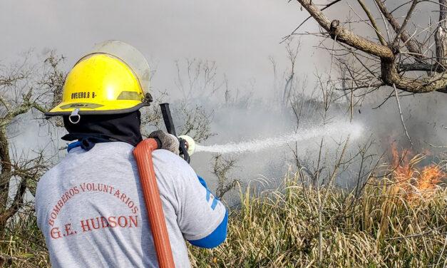 BOMBEROS EXTINGUIERON EL INCENDIO EN LA COSTA DE HUDSON