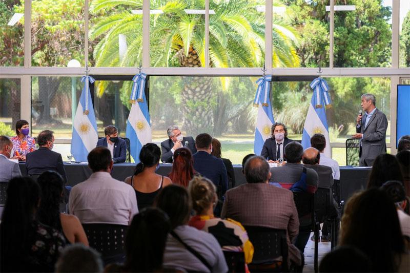 MUSSI FIRMÓ CONVENIO CON NACIÓN PARA CONSTRUIR 900 VIVIENDAS EN BERAZATEGUI