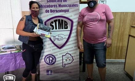 LOS MUNICIPALES DE BERAZATEGUI RECIBEN SU KIT ESCOLAR