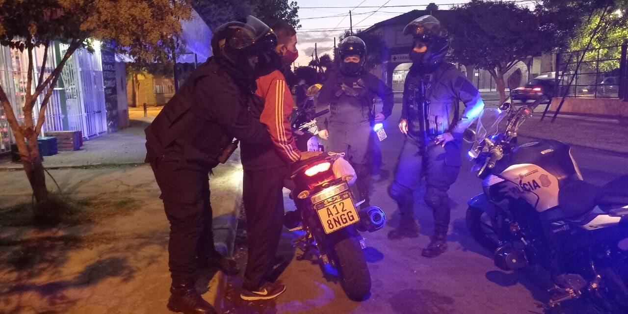 MOTORIZADA DE LA POLICÍA LOCAL DETIENE PERSONA ARMADA