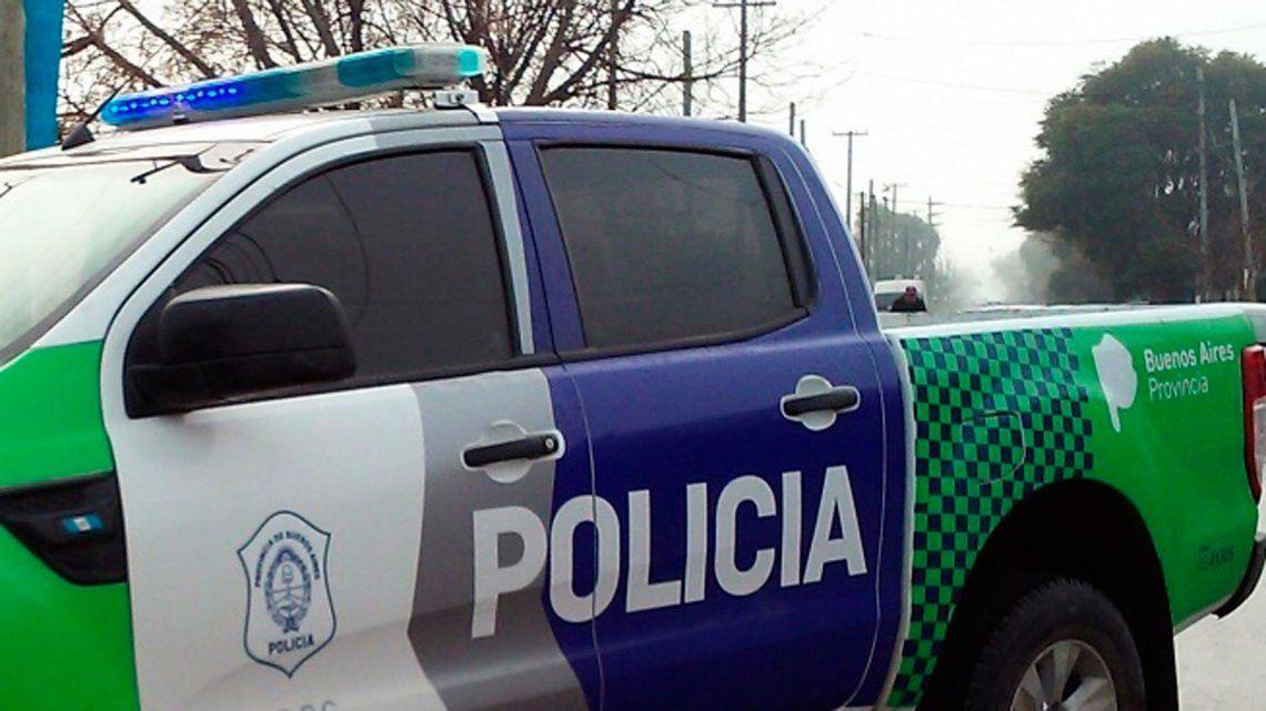 DETIENEN A POLICÍA BONAERENSE POR AGREDIR A GOLPES A SU PAREJA EN UN BAR DE LA PLATA