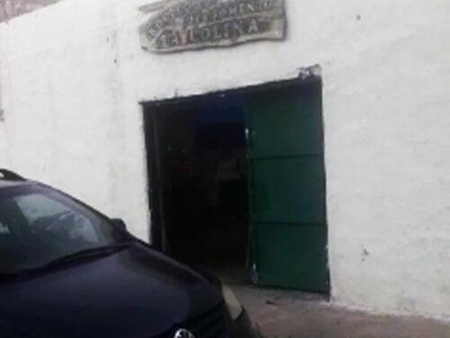 VECINOS DE 'LA COLINA' PREOCUPADOS POR IGLESIA LLENA DE GENTE FRENTE AL COVID