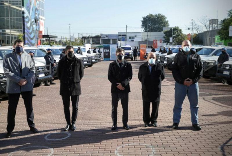KICILLOF Y BERNI ENTREGARON CAMIONETAS POLICIALES EN BERAZATEGUI
